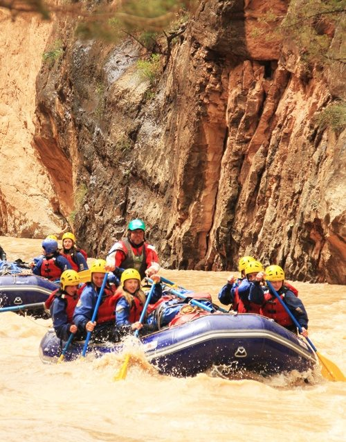 Dunesdesert-Group-Boat-Ahansal-Rafting-fun-Morocco-500x638